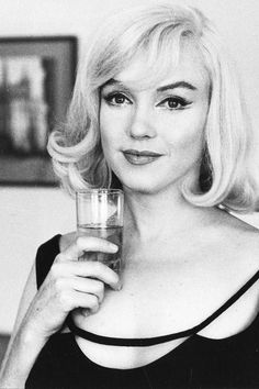 Marilyn Monroe during the filming of The Misfits, 1960 Marylin Monroe, Marilyn Monroe Fotos, Beautiful Person, Beautiful People, Beautiful Celebrities, Inge Morath, Gentlemen Prefer Blondes, Norma Jeane, Misfits
