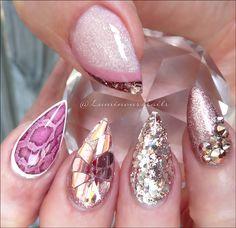 Luminous Nails: Rose Gold Acrylic Nails with Pink Snake Skin. Nail Art Design Gallery, Gel Nail Art Designs, Cute Nail Designs, Gold Acrylic Nails, Rose Gold Nails, Glitter Nail Art, Love Nails, Pretty Nails, Snake Skin Nails