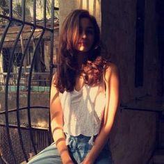 Alia Bhatt #instagram Alia Bhatt Photoshoot, Cute Preppy Outfits, Aalia Bhatt, Alia Bhatt Cute, Alia And Varun, My Ex Girlfriend, Girl Photo Poses, Photography Poses, Window Photography