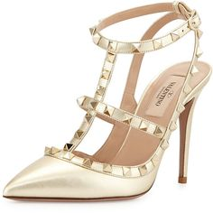 Valentino Metallic Rockstud Leather Pump (3.460 BRL) ❤ liked on Polyvore featuring shoes, pumps, heels, valentino, sapatos, platino, pointed toe ankle strap pumps, ankle strap pumps, leather shoes and sling back pumps