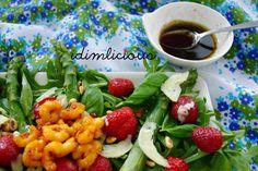 Green salad with asparagus, shrimp and strawberries, get the recipe on my blog idimin.berlin #food #essen #delicious #tasty #yummy #healthy #lecker #leckerschmecker #schmecktgut #cooking #recipe #Rezept #salad #Salat #Spargel #Shrimp #veggie #vegetarisch #Erdbeeren #strawberry
