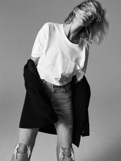 Anja Rubik poses in Paris for Zara's new editorial called, markBack to Minimal. Featuring fall-winter 2019 styles, basic pieces stand out in studio and… Anja Rubik, All Black Looks, Fall Looks, Zara Suits, Minimal Look, Spanish Fashion, Fashion Catalogue, Zara Women, Denim Fashion
