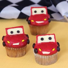 Lightning McQueen Cupcakes ideas for cars party Disney Cupcakes, Cute Cupcakes, Birthday Cupcakes, Cupcakes Kids, Party Cupcakes, Themed Cupcakes, Cupcake Torte, Cupcake Cookies, Cupcake Wars