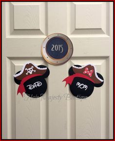 This is for 1 MAGNET!  These are my one of a kind Mickey and Minnie Mouse Pirate Door Magnets.They are perfect for decorating your Disney