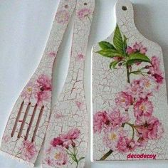 decoupage ----- cutting board------------- deska do krojenia ------- Decoupage Vintage, Napkin Decoupage, Decoupage Box, Hobbies And Crafts, Diy And Crafts, Arts And Crafts, Deco Podge, Wooden Spoon Crafts, Decoupage Furniture