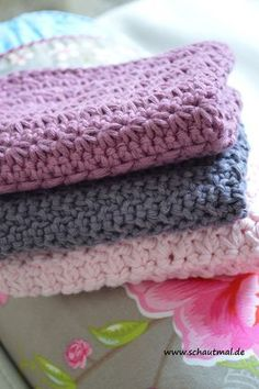 Crochet Patterns Dishcloth Today I show you how I crocheted 3 small guest towels. Guest Towels, Yarn Over, Drops Design, Garter Stitch, Happy Colors, Handmade Home, Slip Stitch, Diy Crochet, Washing Clothes