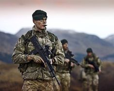 Royal Marine Commandos on patrol. British Royal Marines, British Armed Forces, British Soldier, British Army, Military Weapons, Military Men, Marine Commandos, Army Police, War Photography