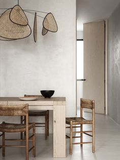 Explore a Wabi Sabi inspired apartment renovation by Madrid-based practice OOAA Arquitectura in their buzzing city centre. Wabi Sabi, Home Interior, Interior Architecture, Futuristic Architecture, Design Minimalista, Japanese Interior Design, Meditation Rooms, Apartment Renovation, Interiores Design