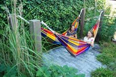 Most recent Screen vegetable Garden Seating Thoughts Outdoor spaces and patios beckon, particularly when weather gets warmer. Backyard Patio Designs, Backyard Landscaping, Back Gardens, Outdoor Gardens, Backyard Hammock, Hammocks, Hammock Ideas, Design Jardin, Garden Deco