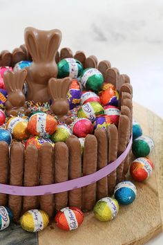 Cheats 15 Minute Chocolate Overload Easter Cake The ultimate cheats Minute Chocolate Overload Ea Easter Cake Images, Easy Easter Recipes, Mud Cake, Easter Chocolate, Easter Treats, Chocolate Frosting, Cake Chocolate, Easter Eggs, Easter Food