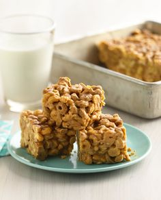 A no-bake Cheerios bar for peanut butter lovers, made with peanut butter, peanut butter chips AND honey-roasted peanuts. A deliciously easy snack for after-school sports or lunchboxes, each bar boasts 8 grams of protein!