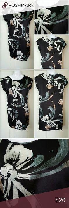 LAUREN CONRAD SIZE 4 BLACK LINED DRESS Lauren Conrad size 4 black dress. Multi-color floral pattern. Lined. Short sleeves . Four button closure in the back. Above knee length. Pre-owned and in good condition . 100% Polyester Lauren Conrad  Dresses Mini