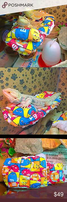 M&M BEARDED DRAGON ATTACHABLE RESTING BED COVERS QTY: 1 Large Set Bed Covers  1 Pillows 1 Blanket 1 Cover 1 Suction large Acrylic Clear Bed Frame that easy to attached anywhere you want, very handy when your cleaning their cage because you can just put them aside to do your thing. Don't forget to clean the glass first so the suction are easy to stick. Do this often so you won't have problems with your bearded dragons bed frames suction.  The material fabrics are washable  For the bed frames…