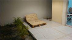 Espreguiçadeira feita com madeira reaproveitada de pallete.