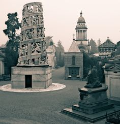 Cimitero Monumentale (Milano) Cemetery Art, Inside Outside, Old Images, Milan Italy, Statue Of Liberty, Places, Graveyards, Travel, Beautiful