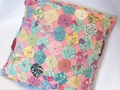 Yo-Yo Quilt Pillow Shabby Vintage 1930s Chic Rose Cottage