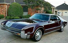 The Great Charm of Vintage Cars - Popular Vintage 70s Cars, Cars Usa, Retro Cars, Vintage Cars, Antique Cars, Oldsmobile Toronado, Automobile, American Classic Cars, Futuristic Cars