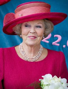 Milestone Birthday for Queen Beatrix: The Majestic Hats Royal Fashion, Pink Fashion, Kentucky Derby Race, Show Queen, Queen Margrethe Ii, Dutch Royalty, Fancy Hats, Royal Jewelry, Royal House