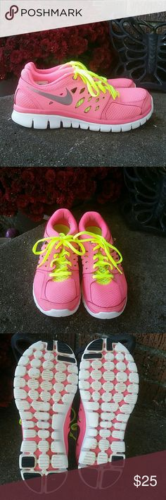 NIKE GIRLS SHOES ♡ EXCELLENT CONDITION♡ In excellent condition! Nike Shoes