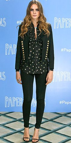Cara Delevingne's look from the London photo call of Paper Towns left us starry-eyed—she wore a dreamy star-print ruffled blouse that she styled a nautical-inspired blazer, black skinnies, initial pendants, and black sandals. Cara Delevingne Paper Towns, Cara Delevigne, Cara Delevingne Style, Celebrity Outfits, Celebrity Style, Kendall Jenner, Star Fashion, Fashion Models, 2015 Trends