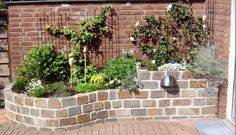 Ein Hochbeet im Garten sieht super aus und lässt sich rückenschonend bearbeiten! Lass Dich von diesen 17 schönen Pflanzen Hochbeete inspirieren. - DIY Bastelideen