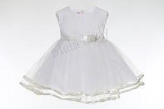 Sukienka Arleta zachwyca wyjątkowością wynikającą z połączenia satyny i koronki. Dół sukieneczki ozdabia podwójna warstwa tiulu obszytego lamówką. kreacja odszyta jest płótnem bawełnianym oraz podszewką. Tył sukienki zapinany na kryty zamek, a atłasowa szarfa w pasie pozwala na dopasowanie sukienkido ciała.