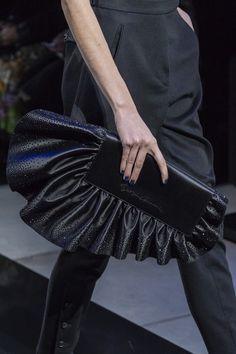 Giorgio Armani at Milan Fashion Week Fall 2019 - Details Runway Photos Source by fashion idea Curvy Fashion, Diy Fashion, Fashion Bags, Womens Fashion, Fashion Trends, Fall Fashion, Neutral Outfit, Evening Outfits, Milan Fashion Weeks