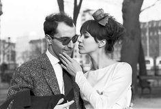 "Anna Karina beija Jean-Luc Godard durante as filmagens de ""Pierrot le fou""…"