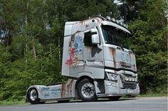 RENAULT BERLIET Custom Big Rigs, Custom Trucks, Show Trucks, Heavy Truck, Car Wrap, Heavy Equipment, Custom Paint, Cars And Motorcycles, The Time Traveler's Wife