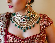 For her wedding, this Indian bride opts for beautiful jewelry. Pakistan Bridal, Indian Accessories, Temple Jewellery, Selling Jewelry, Indian Bridal, Indian Jewelry, Indian Fashion, Bridal Jewelry, Jewelry Collection
