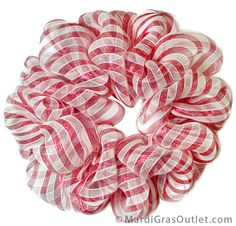 Christmas decor - DIY Deco Mesh Candy cane Wreath using a wire work form. Great tutorial on how to make the wreath. I am sure there is a diy wreath work form around here somewhere.