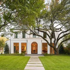 10 Favorite Homes with Curb Appeal – Design Chic Monday Top Ten: Curb Appeal SHM Architect – Coats Homes Builder – Collins Interiors – Nathan Schroeder Photography Future House, Dream House Exterior, House Exteriors, Tiny House Plans, Style At Home, House Goals, Home Builders, My Dream Home, Curb Appeal