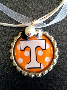 UT necklace Tn Vols, Bottle Cap Necklace, Diy Gifts, Handmade Gifts, University Of Tennessee, Tennessee Volunteers, Good Ol, Bottle Crafts, Foodies