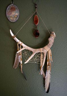 Root Chakra Stones, Dream Catcher Craft, Bone Crafts, Animal Bones, Driftwood Crafts, Skull Art, Goa, Antlers, All The Colors