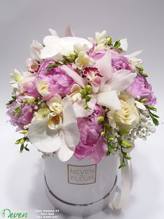 Flower box sa ružama, božurima, orhidejama i frezijama. Flowers in box Happy Flowers, Fall Flowers, Pretty Flowers, Box Roses, Pink Roses, Pink Flowers, Flower Box Gift, Flower Boxes, Modern Flower Arrangements