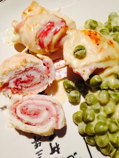 Dolcezza Salata: Involtini di pollo e speck con panna e piselli