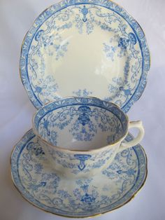 """Regent China """"Venice', China I attract. 10 settings with dinner plates, pls, thank you."""