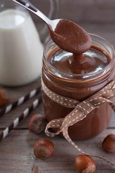 Depuis quelques temps, j'ai décidé d'arrêter le Nutella! Dure décision, parce que j'ai toujours adoré cette pâte, mais lorsque je me suis intéressée à sa composition, ça m'a…