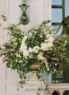 Floral Design: Max Gill - http://www.stylemepretty.com/portfolio/max-gill Photography: Josh Gruetzmacher Photography - joshgruetzmacher.com Read More on SMP: http://www.stylemepretty.com/2016/04/14/an-impossibly-chic-san-francisco-wedding/