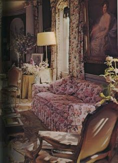 This living room belongs to Cecil Beaton Interior, was a design icon who was friends with Syrie Maugham, the designer responsible for the first all white room. He was a famous photographer who captured anybody who was anybody for over 50 years He photographed the Royal Family, Duke and Duchess of Windsor, all of Hollywood greats and to top it off the Rolling Stones and Twiggy. He also designed for stage and screen the most important one being My Fair Lady. This
