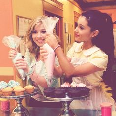 Ariana Grande and Jennette McCurdy~Cupcakes!