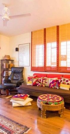 - Decor Photos and ideas - Living Room Indian Living Rooms, Small Living Rooms, Sewing Room Decor, Ethnic Decor, Indian Homes, Indian Home Decor, Home Decor Furniture, Home Decor Styles, Indiana