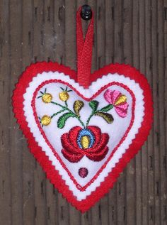 Hungarian embroidery kit felt heart ornament by lmntlcrafts, via Etsy. Chain Stitch Embroidery, Embroidery Hearts, Embroidery Stitches, Embroidery Patterns, Hungarian Embroidery, Folk Embroidery, Learn Embroidery, Folklore, Stitch Head