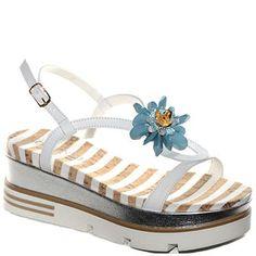 #Sandalo con zeppa in pelle bianca.