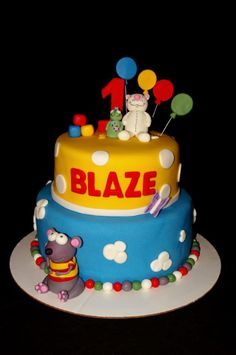 - Birthday cake for a special Toopy and Binoo fan. All characters made from gumpaste/fondant mix Baby Birthday Cakes, Boy Birthday, Birthday Parties, Gum Paste, Cake Ideas, First Birthdays, Fondant, Cake Decorating, Characters