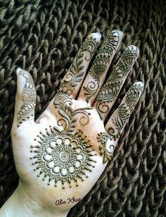 hand tattoo by Alia Khan | henna tattoos