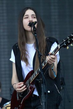 Danielle Haim @ GOVERNORS BALL (JUNE 9, 2013) BY WILL, JUNE 12TH 2013.