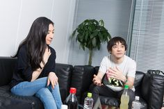 真綾から漂う人妻の色気半端無い/左から坂本真綾、小山田圭吾。