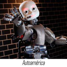 """#CuriosidadesToyota Toyota creó un robot doméstico y su primer modelo lo donó a un veterano del ejército estadounidense discapacitado. """"En Toyota tenemos el compromiso de enriquecer vidas mejorando la movilidad para todos, ya sea en la ciudad o en su sala"""", expresó Doug Moore, gerente senior de Tecnología para el Apoyo Humano de Toyota"""