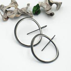Oxidized silver large hoop earrings, Double hoops. Black thick hoop earrings, Modern handcrafted jewelry. Striking earrings Unique Earrings, Silver Hoop Earrings, Earrings Handmade, Boho Earrings, Drop Earrings, Geometric Jewelry, Modern Jewelry, Trendy Jewelry, Boho Jewelry